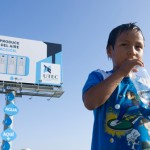 Un panneau publicitaire transforme l'air en eau
