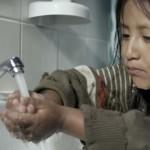 Au Pérou une marque de dentifrice s'attaque au gaspillage de l'eau